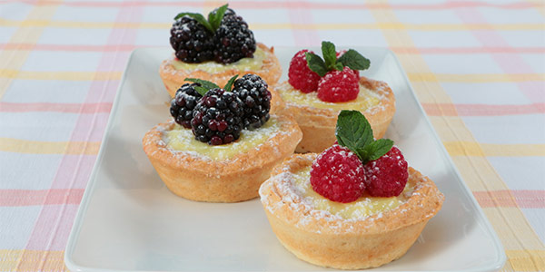 Lemon Tarts with Raspberries and Powder
